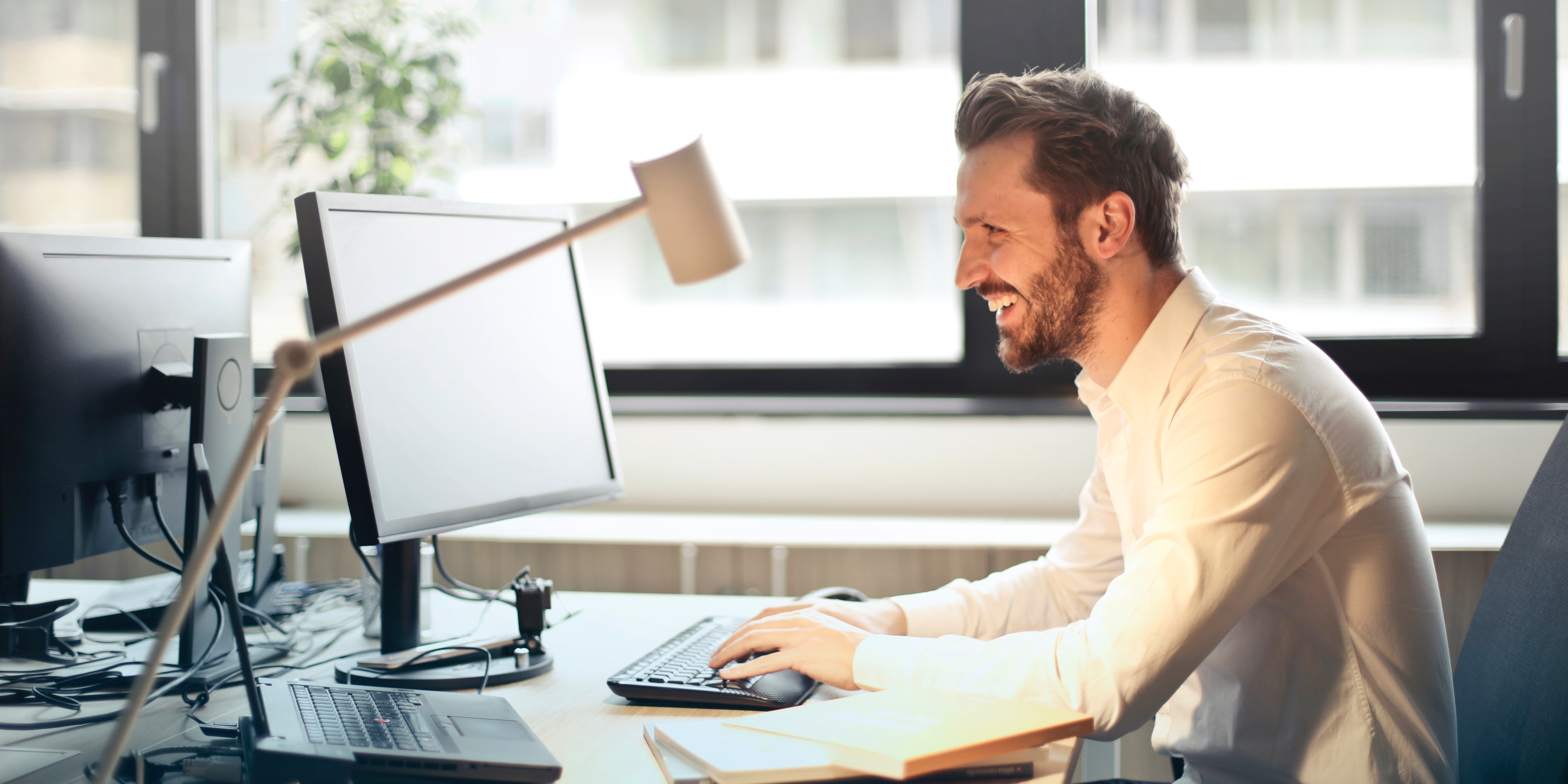 salesperson using video email in sales process